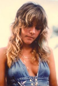 Stevie-Nicks-music-37433381-400-592