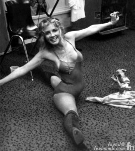 stevie_nicks_backstage_splits_sexy-hot