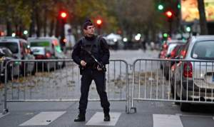 paris-police-officer-near-bataclan-1-640x380
