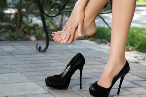 come-camminare-con-tacchi-alti-senza-dolore-9